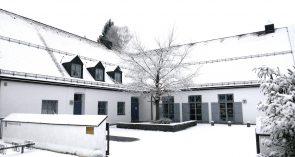 Pfarrheim von St. Peter und Paul im Winter