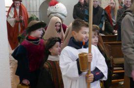 Einzug der Sternsinger in St. Peter und Paul