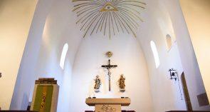 Altar- und Chorraum von St. Peter und Paul