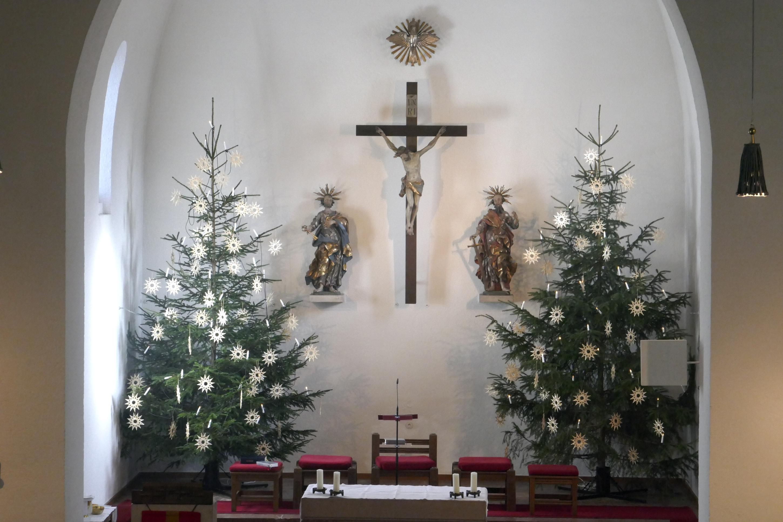 St. Peter und Paul Chorraum an Weihnachten quer