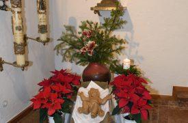 Krippe und gotische Maria in St. Peter und Paul
