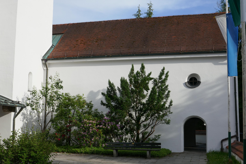 Alte Pfarrkirche St. Peter und Paul am Sommerabend