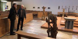 Andreas Kuhnlein mit Skulpturen